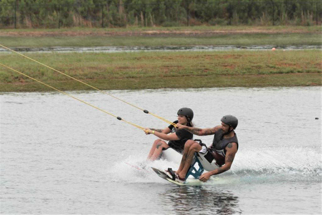 Découverte du wakeboard assis