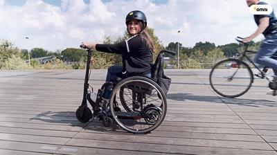 Omni motorise les fauteuils roulants avec des trottinettes électriques