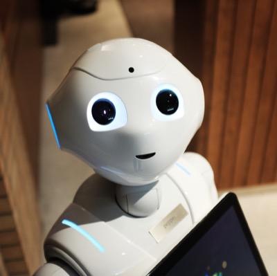Japon : des robots-serveurs contrôlés à distance pour l'inclusion