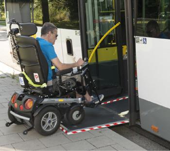 La Flandre en route pour des arrêts de bus accessibles !