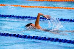 Une nageuse contrainte de renoncer à la compétition paralympique, faute d'accompagnateur·trice.
